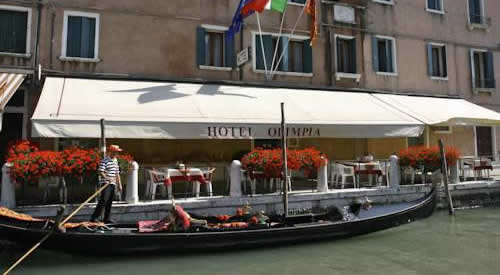 best hotels near venice cruise port terminal in italy. Black Bedroom Furniture Sets. Home Design Ideas