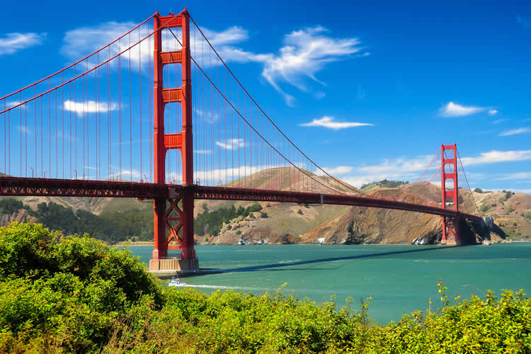 Golden Gate Bridge in San Francisco CA