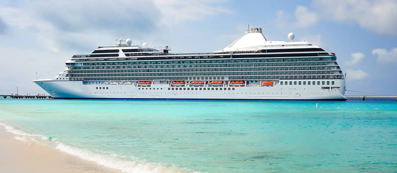 cruiseship in caribbean