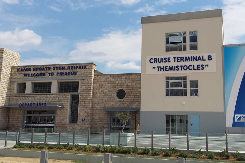 Departures cruise terminal in Piraeus