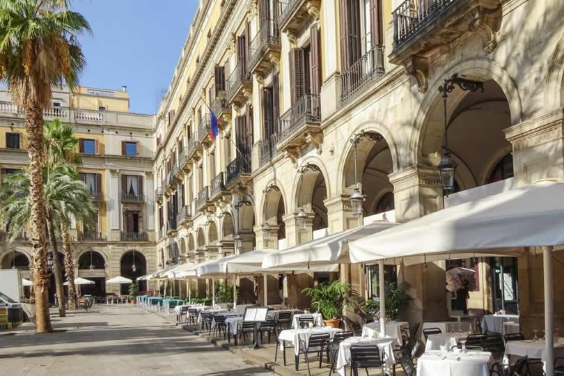 Barcelona Plaça Reial hotel and restaurants