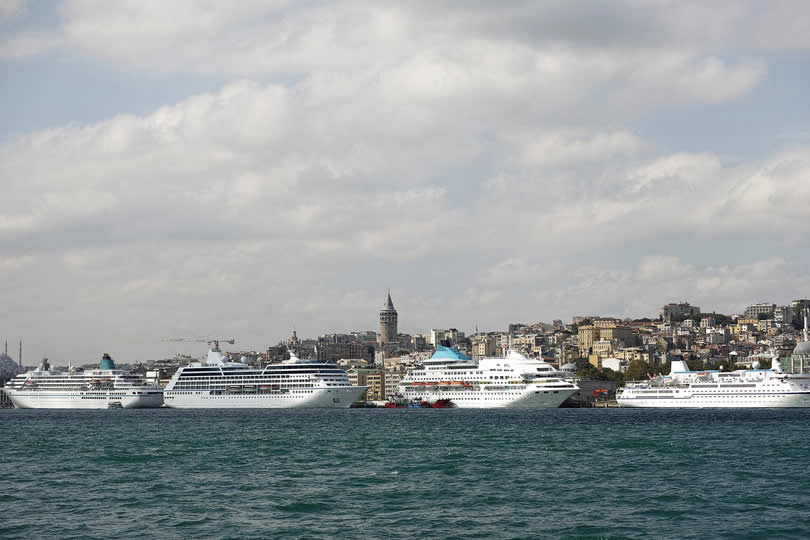 Istanbul cruise ships in port