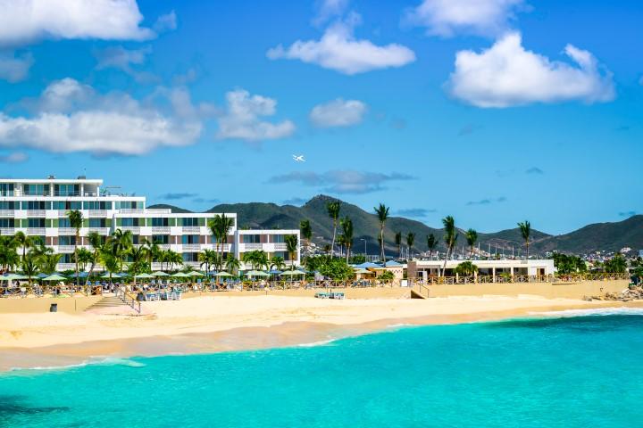 Maho Beach hotels and airport